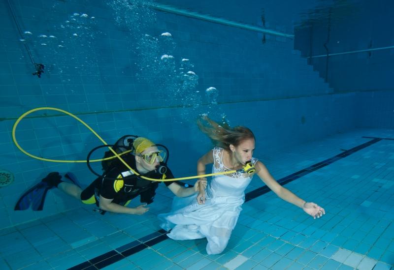 Víz alatti esküvő fotózás